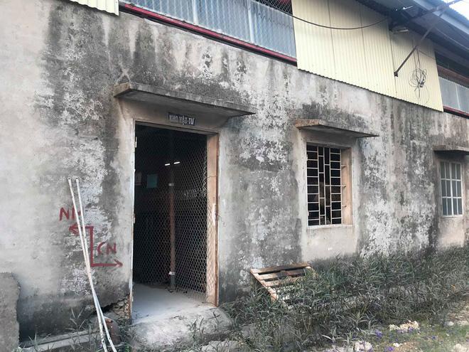 Cận cảnh nơi lưu giữ dầu thải bị tuồn ra đầu độc nước sông Đà của Công ty gốm sứ Thanh Hà-9