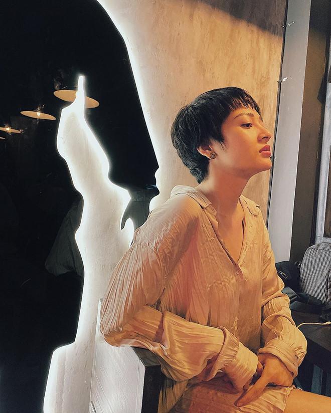 Kỳ Duyên diện váy khoe lưng trần, Hồ Ngọc Hà bị chê độn ngực quá đà-7