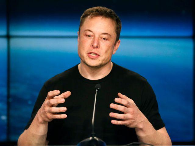 Lý do tỷ phú Elon Musk thường xuyên tự tay đập vỡ điện thoại của mình-1
