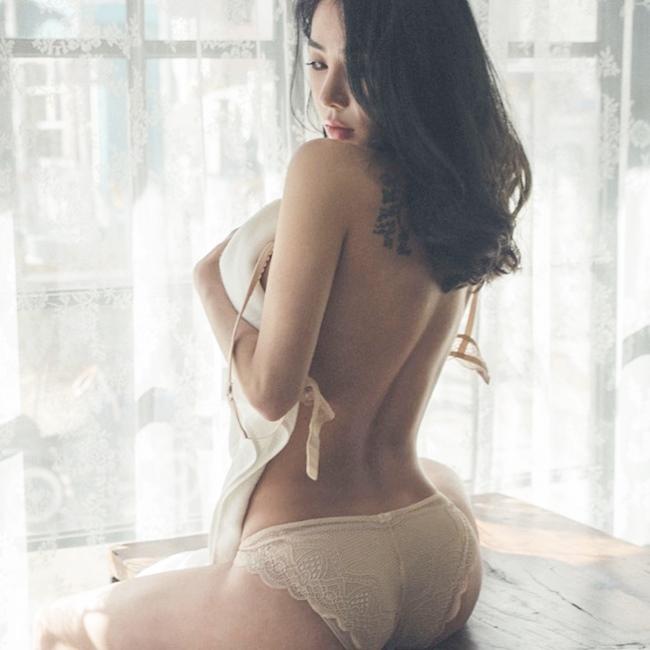 4 thánh nữ xăm mình Hàn Quốc mặt xinh, body đặc biệt quyến rũ-10