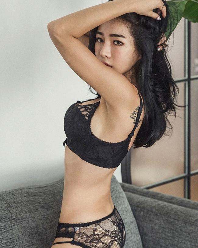 4 thánh nữ xăm mình Hàn Quốc mặt xinh, body đặc biệt quyến rũ-11