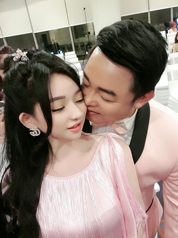 Quang Lê ôm chặt một cô gái lạ ở Hàn, dân mạng đoán người ấy là vợ cũ Hồ Quang Hiếu-6