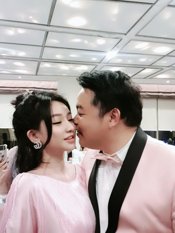 Quang Lê ôm chặt một cô gái lạ ở Hàn, dân mạng đoán người ấy là vợ cũ Hồ Quang Hiếu-7