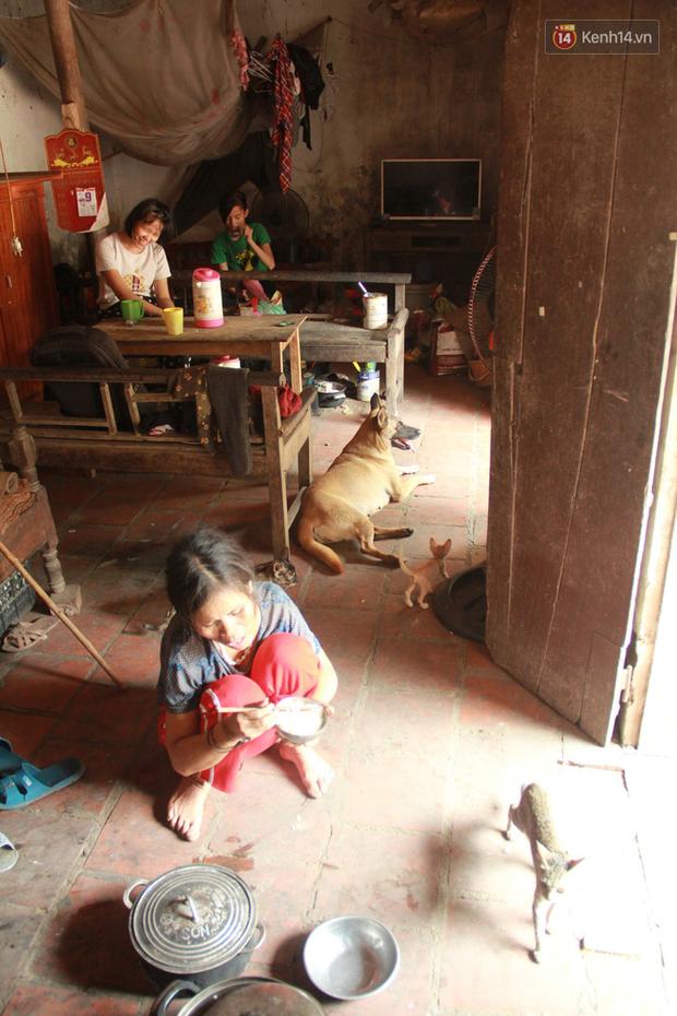 """Xót xa cụ bà 75 tuổi nuôi cả gia đình bị tâm thần và thiểu năng trí tuệ ở Vĩnh Phúc: Tôi khuất núi không biết các cháu sẽ ra sao""""-12"""