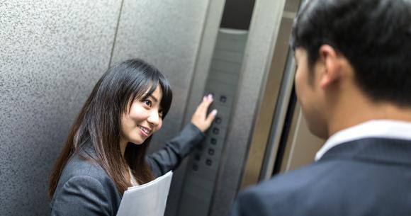 """Gặp chân ái"""" trong thang máy công ty, chàng công sở hỏi tán thế nào và loạt mưu kế khó đỡ của cư dân mạng-1"""