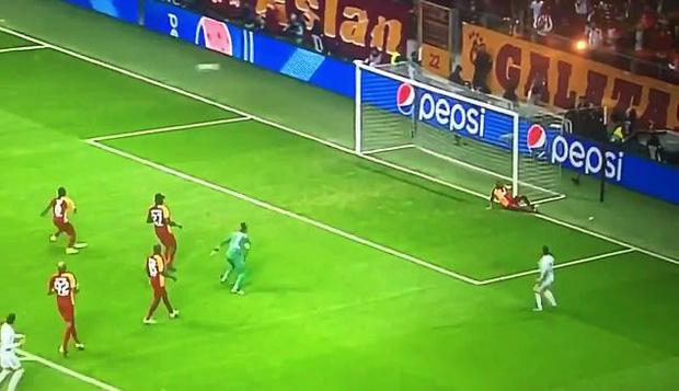 Sao 100 triệu euro của Real Madrid tự biến mình trở thành trò cười với pha bỏ lỡ của mùa giải-2