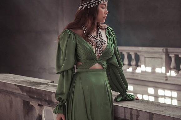Hồ Ngọc Hà hé lộ hình ảnh đậm chất nữ hoàng u sầu-1