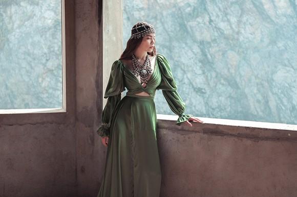 Hồ Ngọc Hà hé lộ hình ảnh đậm chất nữ hoàng u sầu-4