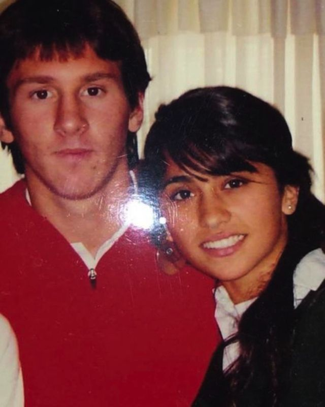 Xúc động với một thập kỉ yêu đương gắn bó của vợ chồng Messi-1