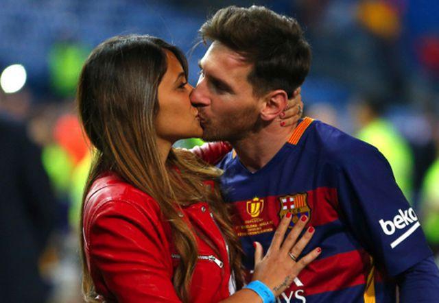 Xúc động với một thập kỉ yêu đương gắn bó của vợ chồng Messi-3
