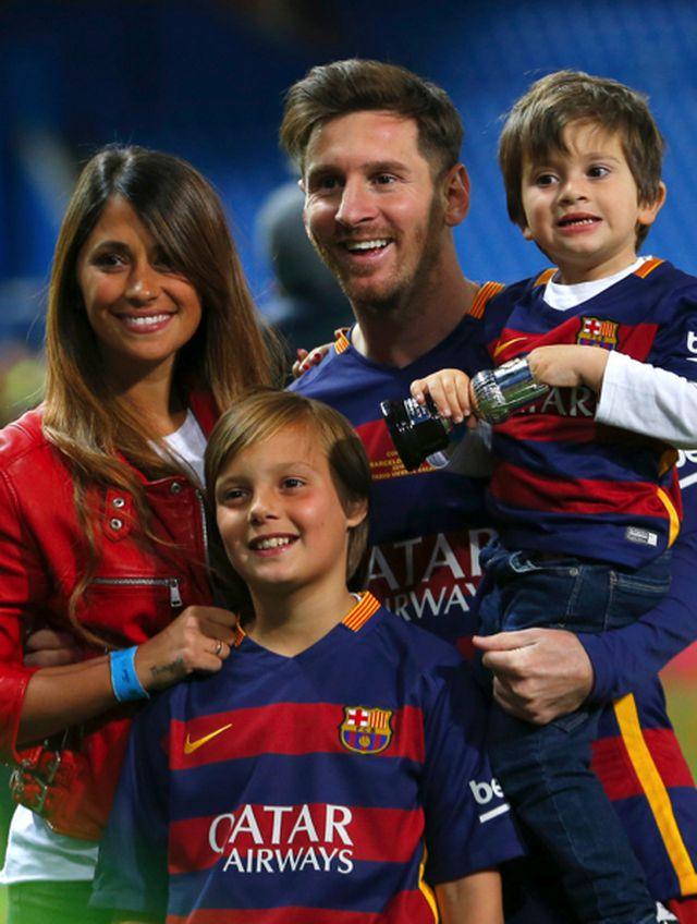 Xúc động với một thập kỉ yêu đương gắn bó của vợ chồng Messi-4