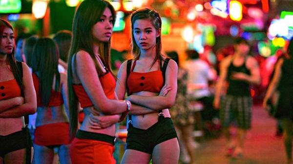 Sợ bệnh tật, khách du lịch dần từ bỏ các khu đèn đỏ mại dâm ở châu Á-1