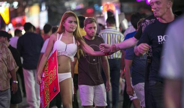Sợ bệnh tật, khách du lịch dần từ bỏ các khu đèn đỏ mại dâm ở châu Á-3