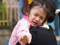 Mẹ gửi con đến trường mẫu giáo kèm theo 2 tờ yêu cầu dài dằng dặc, cô giáo đọc xong liền đáp trả khiến người mẹ sững sờ