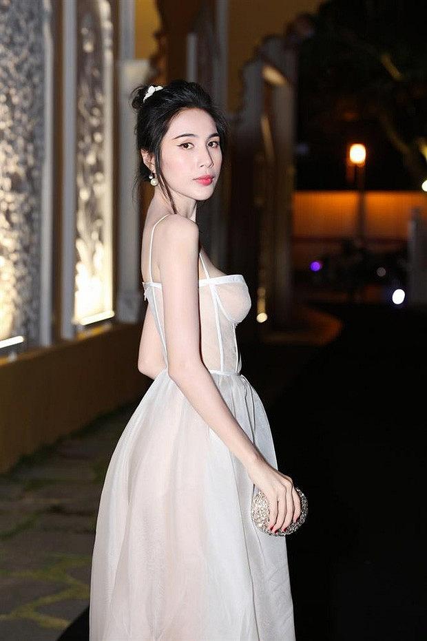 Thủy Tiên diện bikini thả dáng khoe hình thể nuột nà nhưng vẫn bị netizen nhắc nhở vì một điều-2
