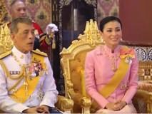 Hoàng hậu Thái Lan tái xuất bên Quốc vương sau khi thứ phi bị phế truất và rò rỉ thông tin về tình hình hiện tại của Hoàng quý phi