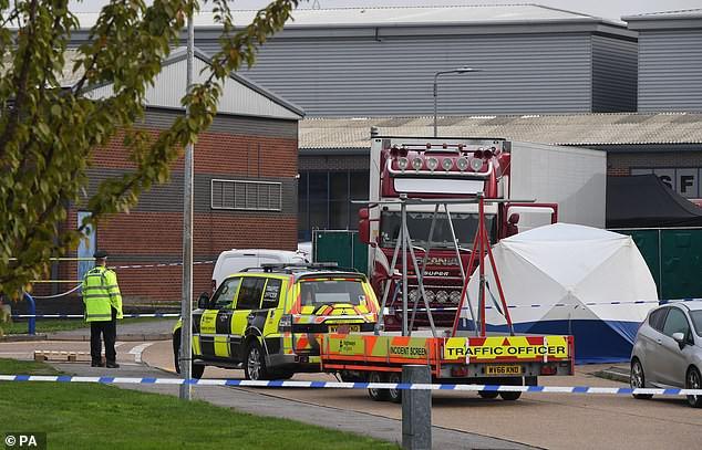 Cảnh sát một lúc tìm thấy 39 thi thể trong xe container, tài xế lập tức bị bắt giữ vì tình nghi là hung thủ giết người hàng loạt-3
