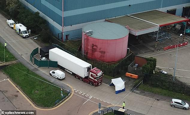 Cảnh sát một lúc tìm thấy 39 thi thể trong xe container, tài xế lập tức bị bắt giữ vì tình nghi là hung thủ giết người hàng loạt-1