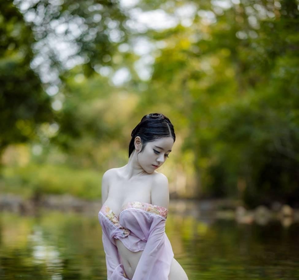 Nhờ đâu 3 cô gái Thái được mệnh danh nữ thần tắm suối?-14