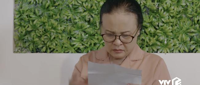 Hoa hồng trên ngực trái: Mẹ Thái nhặt được giấy phá thai của Trà?-2
