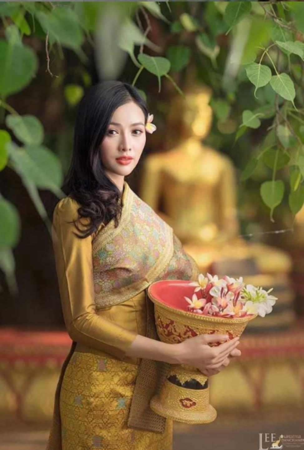 2 cô gái Lào đẹp tuyệt sắc giai nhân: Có người mang dòng máu Việt-13