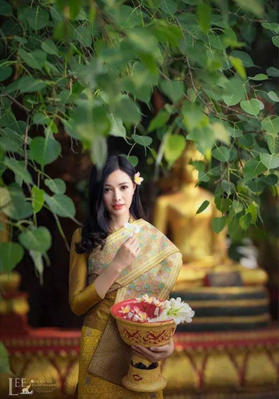 2 cô gái Lào đẹp tuyệt sắc giai nhân: Có người mang dòng máu Việt-14