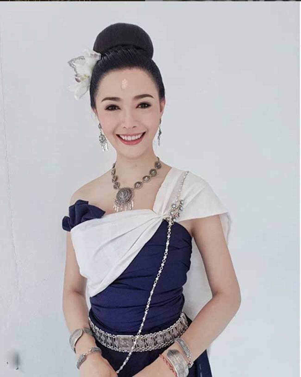 2 cô gái Lào đẹp tuyệt sắc giai nhân: Có người mang dòng máu Việt-15