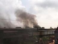 Người dân cạnh Công ty có dầu thải đổ xuống sông Đà chìm trong khói ô nhiễm