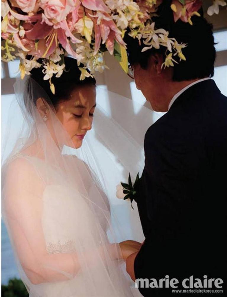 Lộ hình ảnh hiếm hoi của chồng đại gia 70 tuổi và con trai của nàng Dae Jang Geum Lee Young Ae-2
