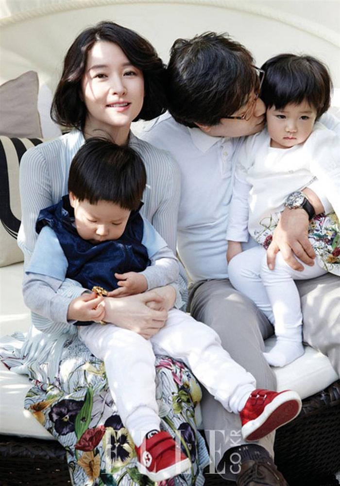 Lộ hình ảnh hiếm hoi của chồng đại gia 70 tuổi và con trai của nàng Dae Jang Geum Lee Young Ae-3