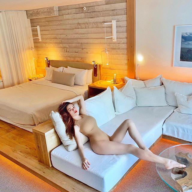 Sau Hồ Hà, đến lượt Hoa hậu con nhà giàu cũng can đảm diện áo tắm nude như khỏa thân-2