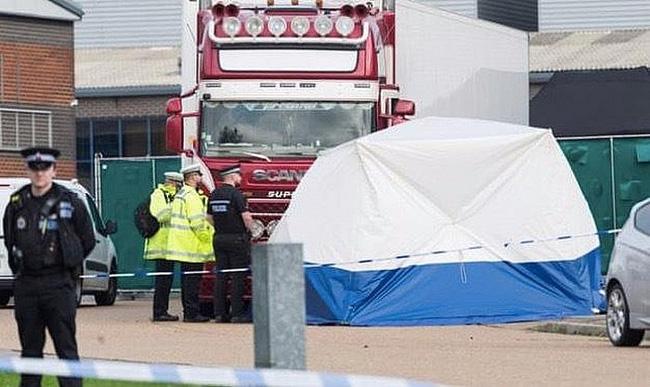 Vụ 39 thi thể trong container: Xác người nằm chồng chất lên nhau, dấu tay đẫm máu cho thấy nạn nhân kêu cứu nhưng bất thành-1