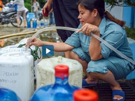 Người dân Hà Nội muốn kiện, không cần miễn phí 1 tháng nước bẩn