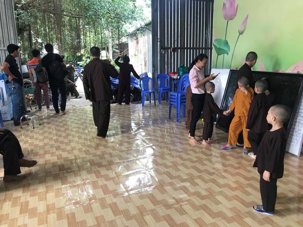 """Đại diện Tịnh thất Bồng Lai"""" nói gì khi bị tố giấu"""" cô gái 22 tuổi khiến người thân vào đập phá, đánh bị thương tu sĩ?-3"""