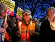 Đưa 39 thi thể trong xe tải ở Anh tới bệnh viện khám nghiệm tử thi