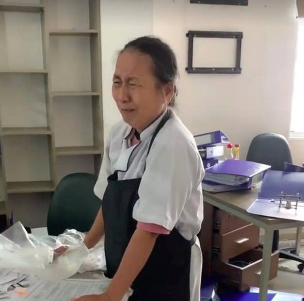 Cô nhân viên lớn tuổi của Món Huế trong đoạn clip bật khóc vì mất việc, nợ lương: Cô buồn đến mất ăn mất ngủ!-1