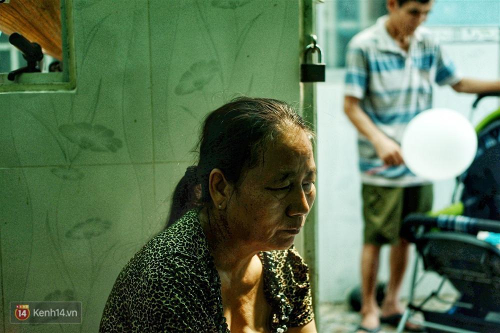 Cô nhân viên lớn tuổi của Món Huế trong đoạn clip bật khóc vì mất việc, nợ lương: Cô buồn đến mất ăn mất ngủ!-7