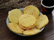 Tận dụng cơm nguội, làm bánh gạo chiên ăn ngon hết biết!
