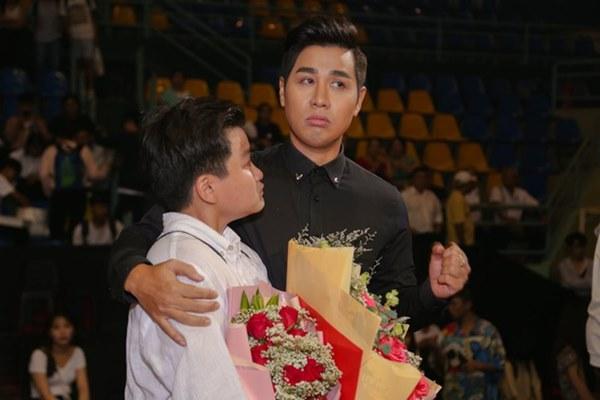 Từng chê bai MC Hoa hậu Hoàn vũ đọc sai kết quả, Nguyên Khang gặp sự cố tương tự và bị chỉ trích không kém-5