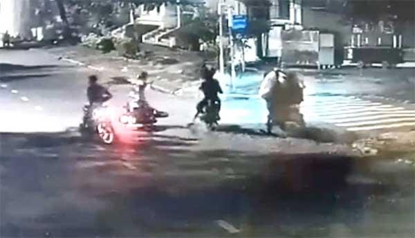 Thiếu niên 15 tuổi cùng anh trai cướp xe máy ở TP.HCM-1