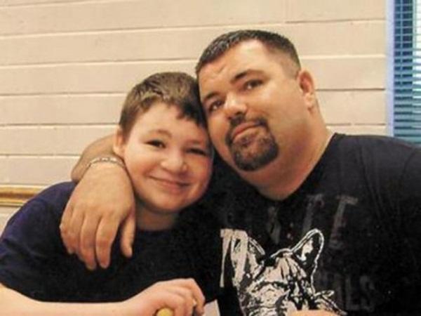 Ghen tị với em nhỏ sắp chào đời, cậu bé 11 tuổi bắn chết mẹ kế, cuối cùng được tha bổng sau gần 1 thập kỷ-3