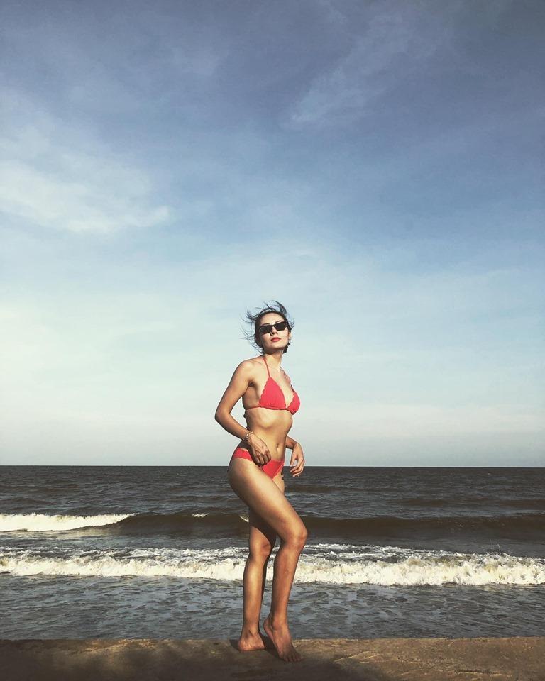 U40 Phương Linh khoe thân hình không chút mỡ thừa với bikini-4