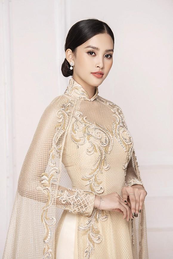 Hoa hậu Tiểu Vy diện áo dài trắng tinh khôi e ấp như 'đoá hoa chớm xuân'-1