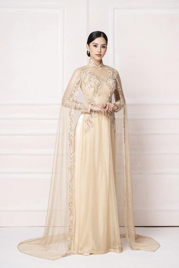 Hoa hậu Tiểu Vy diện áo dài trắng tinh khôi e ấp như 'đoá hoa chớm xuân'-2