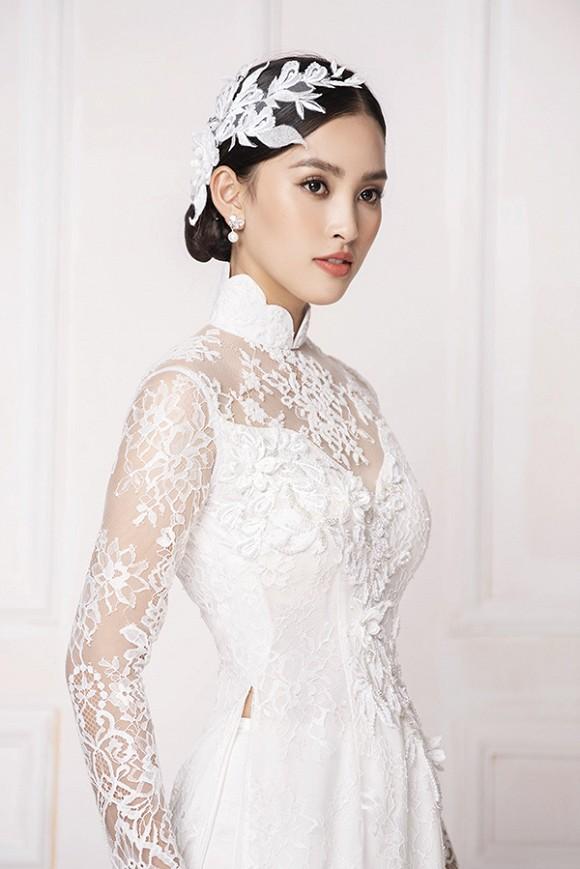 Hoa hậu Tiểu Vy diện áo dài trắng tinh khôi e ấp như 'đoá hoa chớm xuân'-4