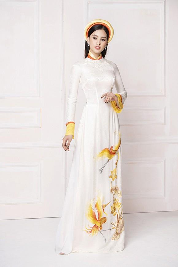 Hoa hậu Tiểu Vy diện áo dài trắng tinh khôi e ấp như 'đoá hoa chớm xuân'-7