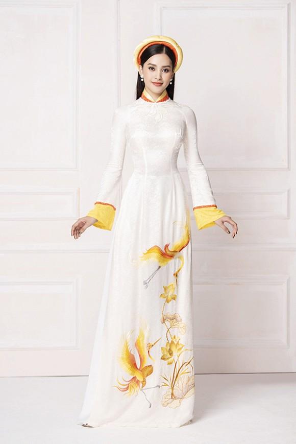 Hoa hậu Tiểu Vy diện áo dài trắng tinh khôi e ấp như 'đoá hoa chớm xuân'-8
