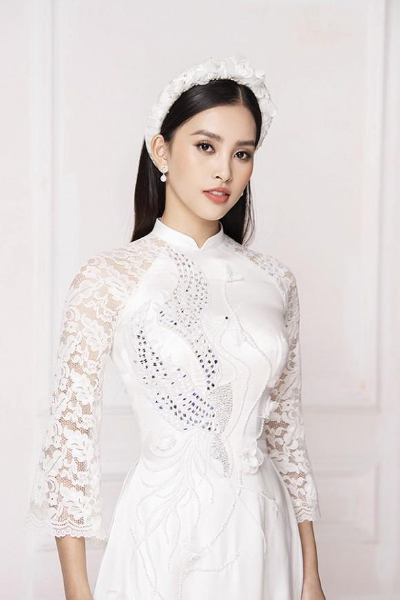 Hoa hậu Tiểu Vy diện áo dài trắng tinh khôi e ấp như 'đoá hoa chớm xuân'-9