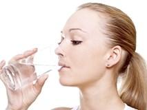 Cứ tiếp diễn những thói quen uống nước kiểu này sẽ khiến nội tạng của bạn bị tổn hại