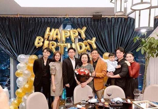 Hoàng Thùy Linh tới mừng sinh nhật mẹ Gil Lê sau hàng loạt bằng chứng hẹn hò: Cử chỉ thân mật thay mọi lời nói!-1